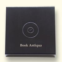 Deksel met logo en voorbeeld van lettertype Book Antiqua