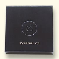 Deksel met logo en voorbeeld van lettertype Copperplate