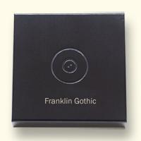 Deksel met logo en voorbeeld van lettertype Franklin Gothic